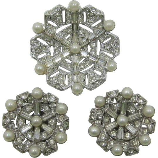 Ledo Elegant Rhinestone and Imitation Pearl Brooch and Earring Set