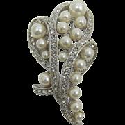 Elegant Imitation Pearl and Clear Rhinestone Brooch