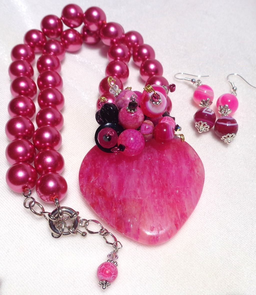 Bright Fuchsia Druzy Heart on Matching Shell Pearl Necklace/Earring Set