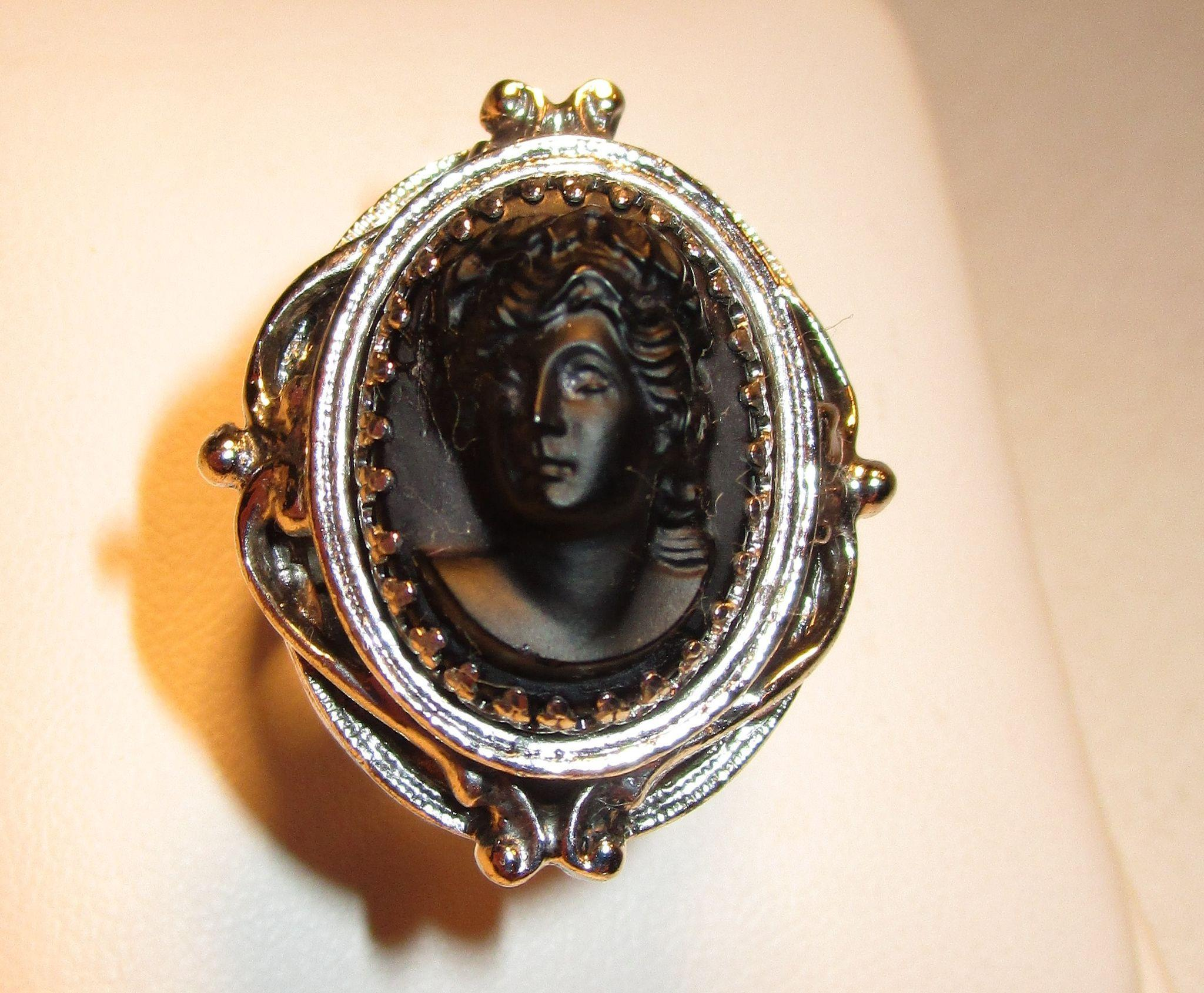 Vintage Whiting and Davis Black Cameo Ring Sz.7 1/2