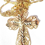 Vintage 14K Gold (3.6g.) Filigree Cross with Diamond Cut Chain