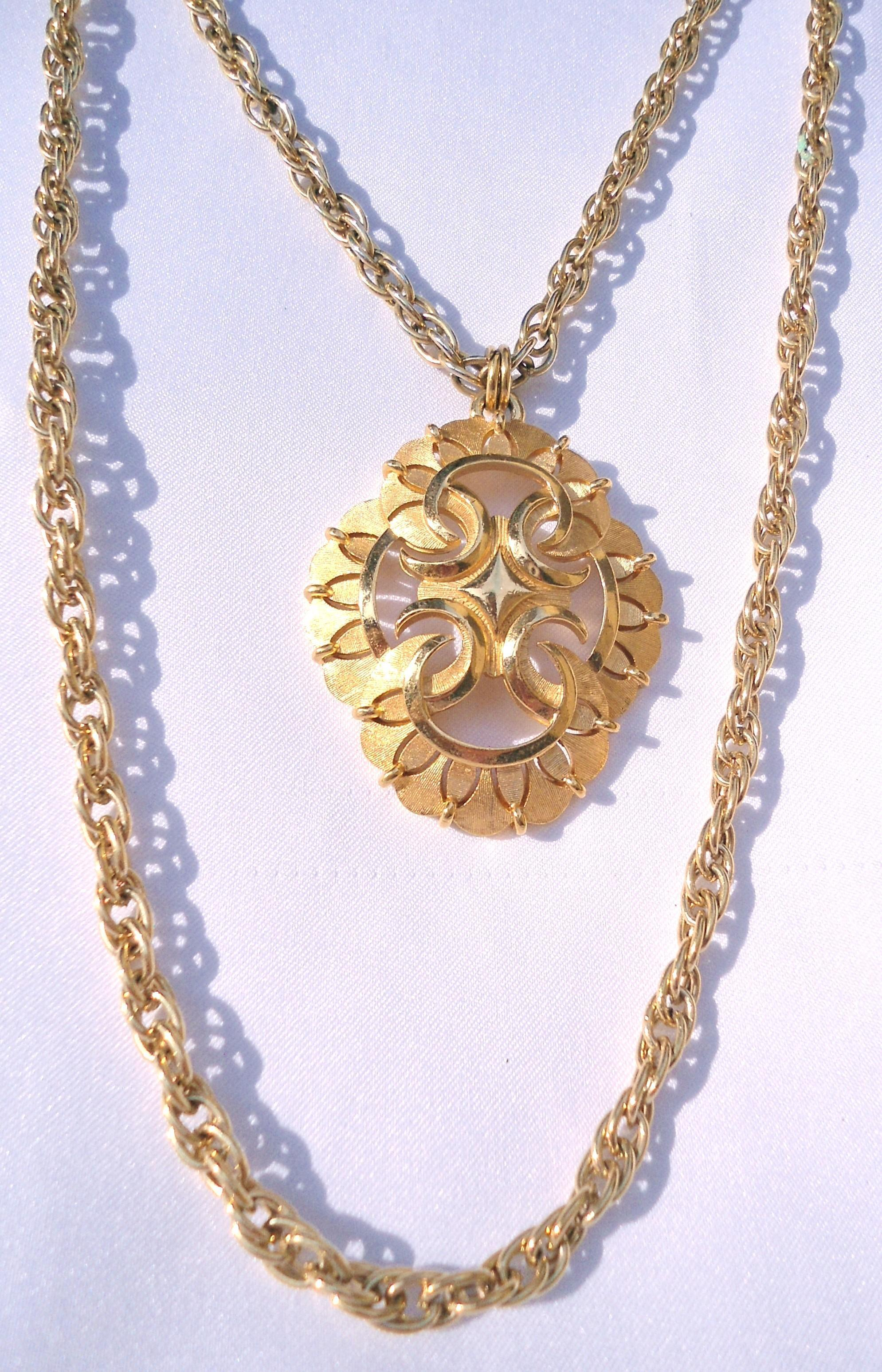 Vintage Trifari 2 layer Gold Tone Thick Chain