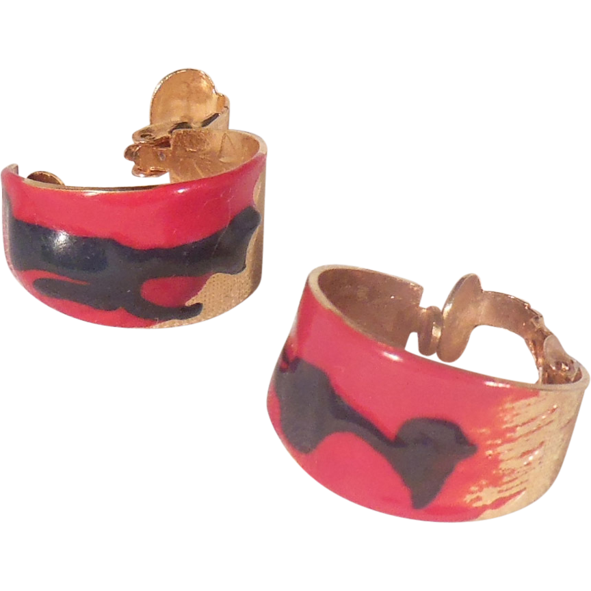 Lovely Red and Black Enameled Gold Tone Hoop Clip On Earrings