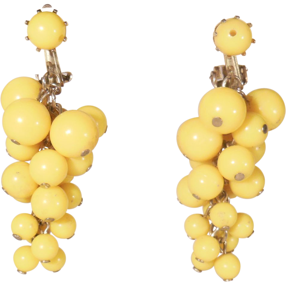 Vintage Yellow Grape Cluster Dangling Clip On Earrings