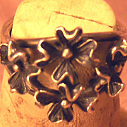 Beautifully Crafted Silver Tone Flower Ring Size 6