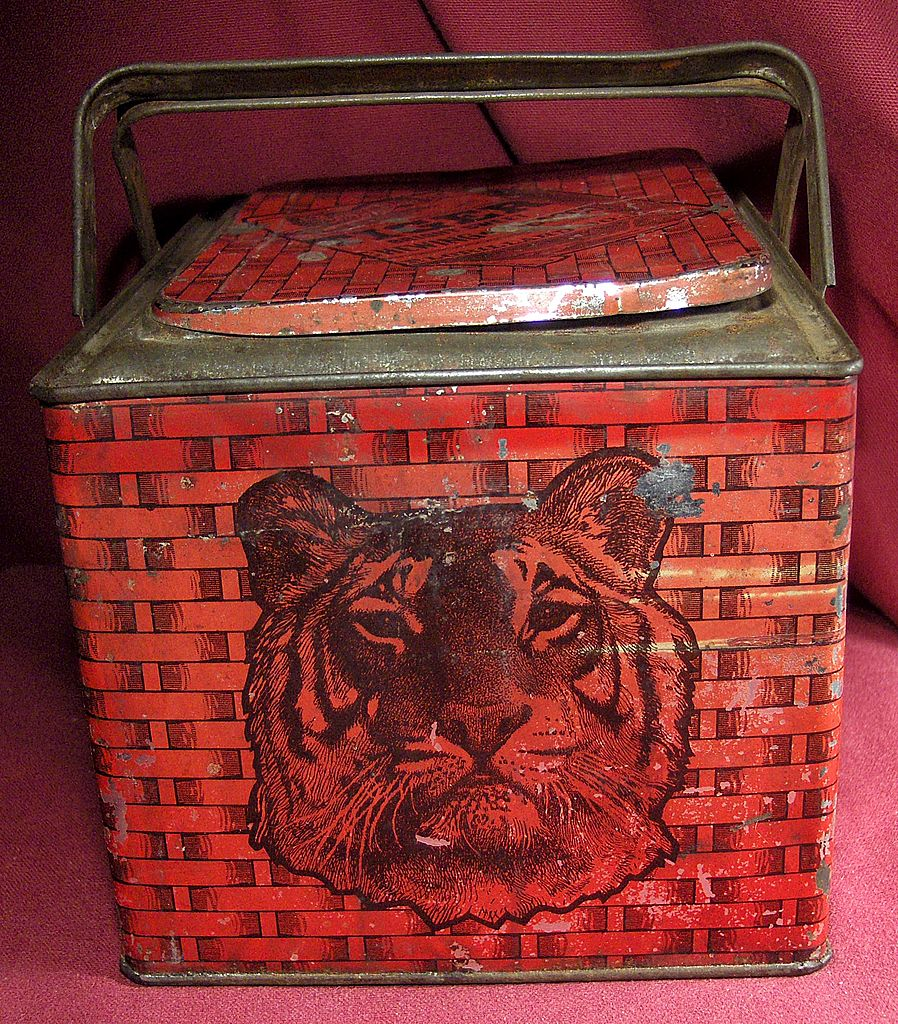 Lorillard Chewing Tobacco Tiger Lunch Pail Tin