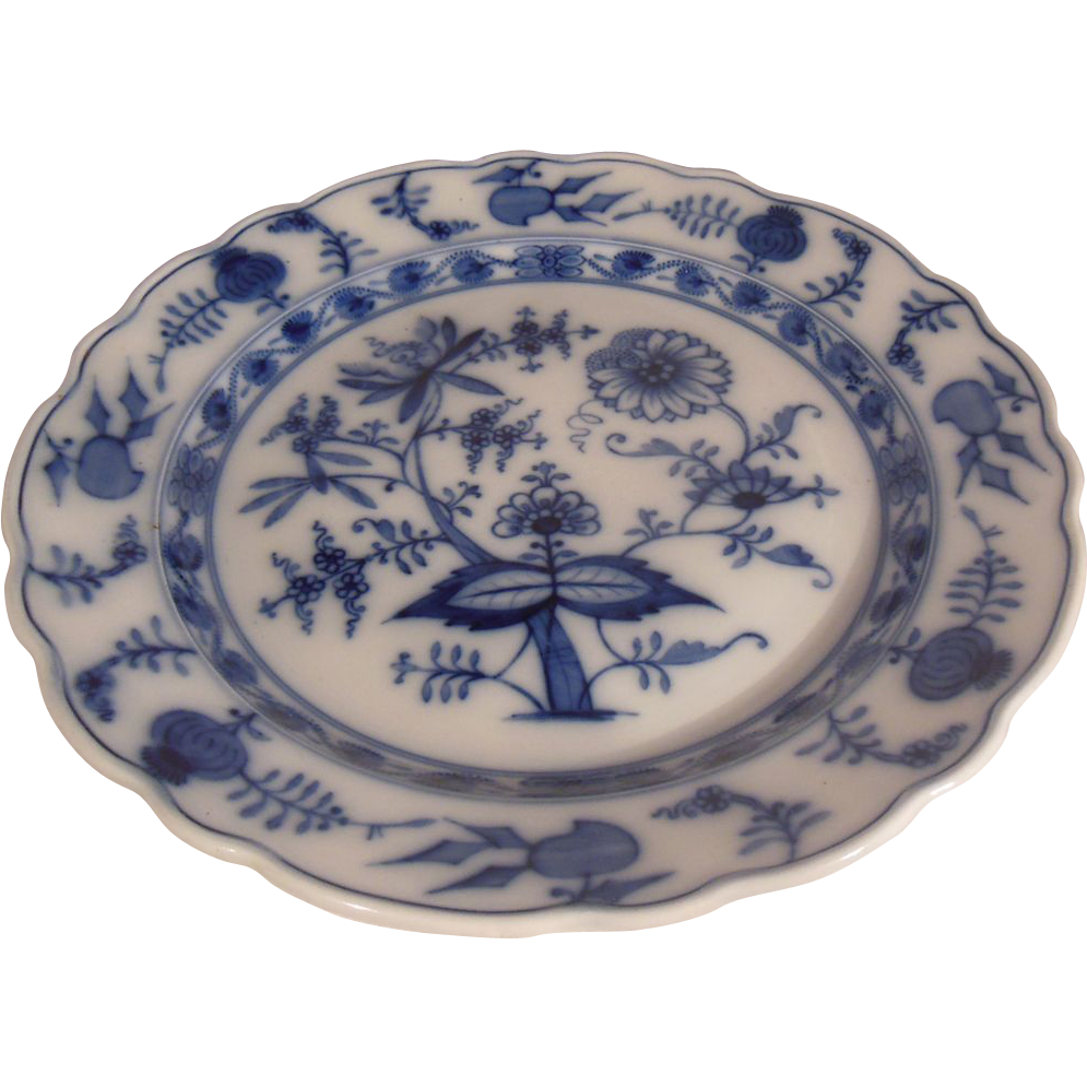 Villeroy and boch dresden scalloped blue onion charger from pennycandyantiques on ruby lane - Boch and villeroy ...