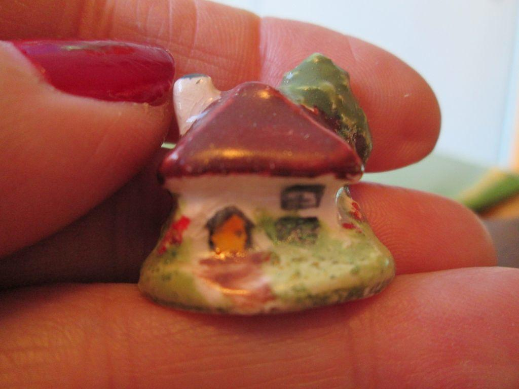 Doll House Miniature Staffordshire Ceramic Cottage