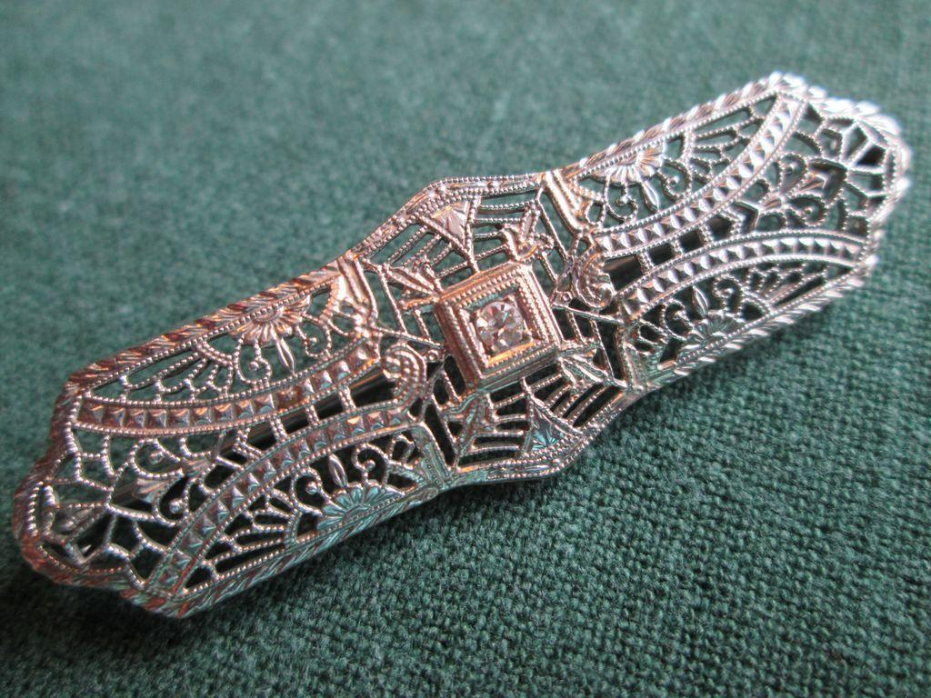 10k Gold Filigree Brooch / Pin with Diamond c.1930's - Deco