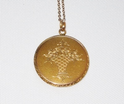 Beautiful Vintage Locket Basket Design