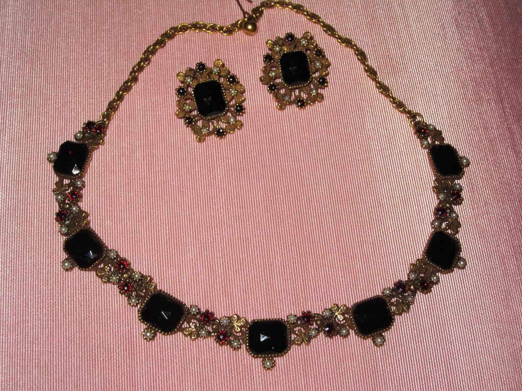 Wonderful Faux Garnet Necklace Matching Earrings