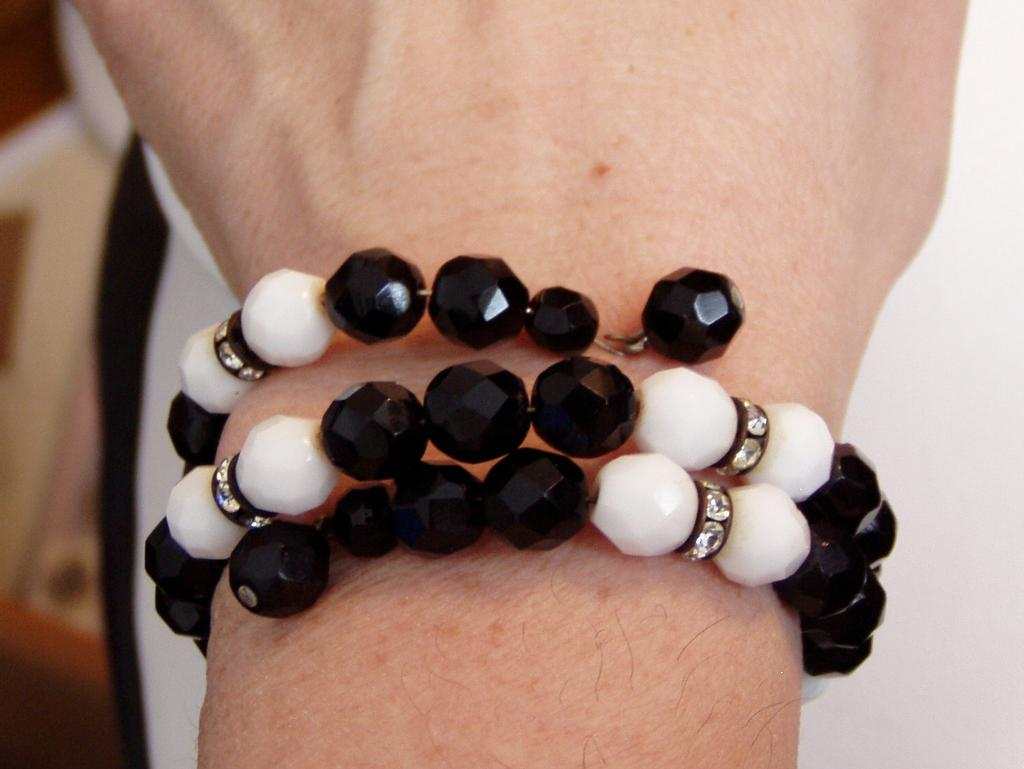 It's All About Vintage Black and White Glass Beads Bracelet and Earrings