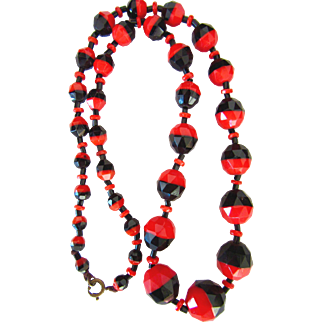 Fabulous Art Deco Glass Red and Black Beads Necklace