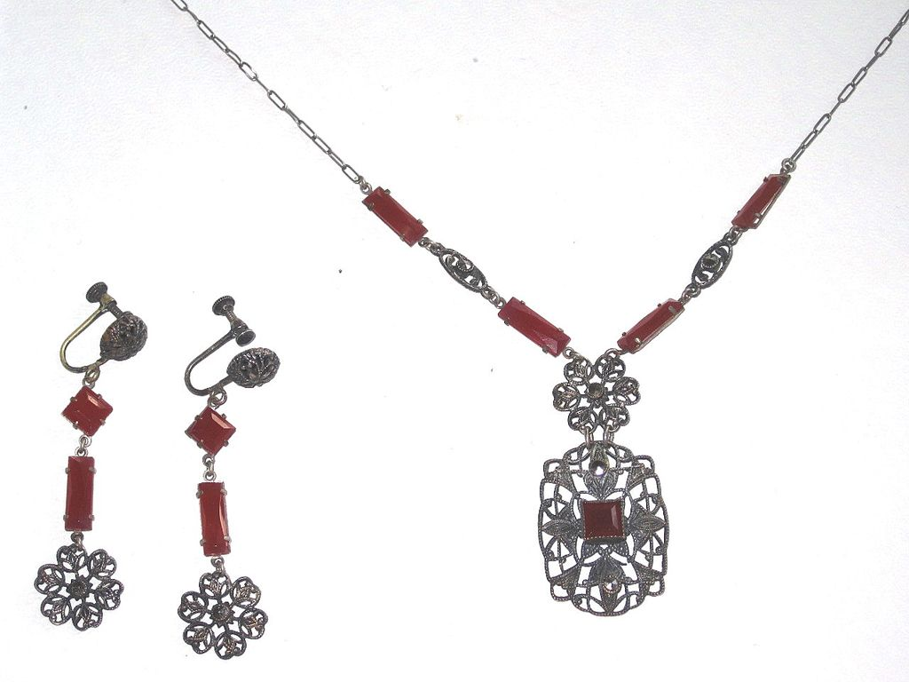 Art Deco Carnelian Glass Filigree Set Necklace and Earrings