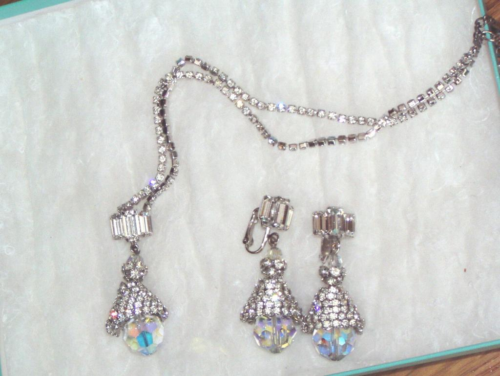 Beautiful Vintage Rhinestone Pendant and Earrings