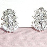 Fabulous White Rhinestones Clip earrings