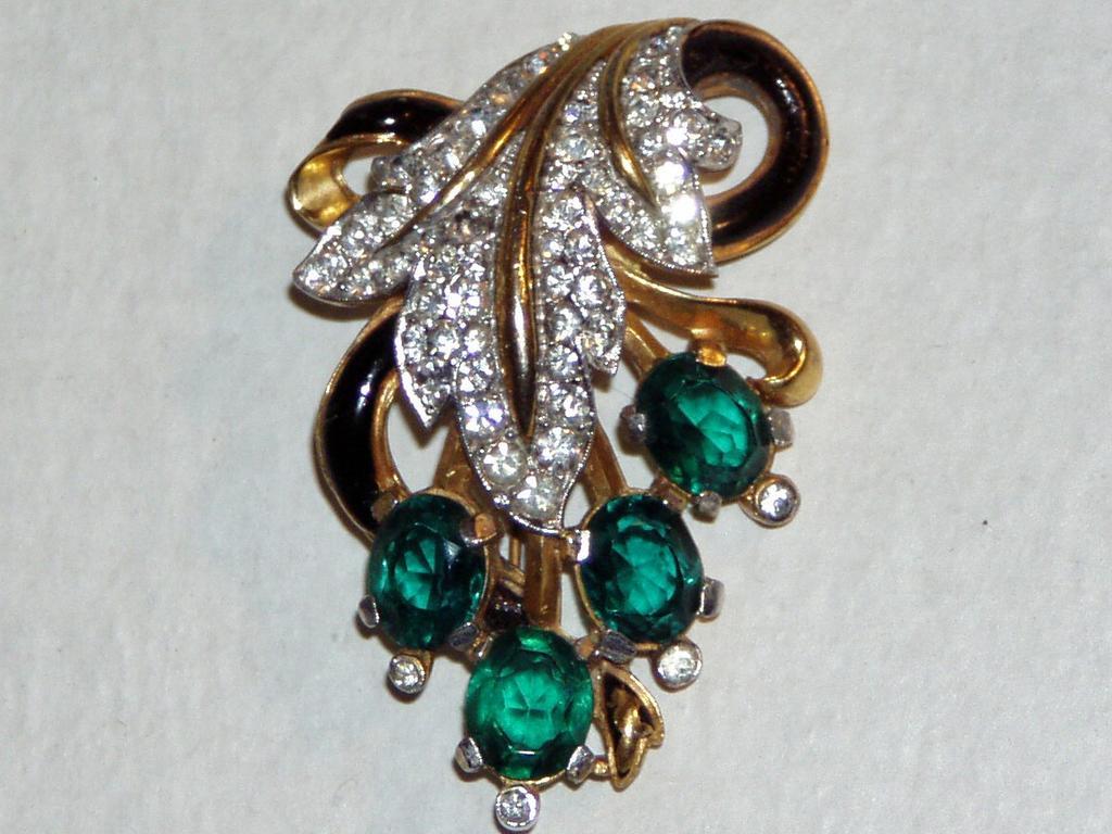 Alfred Philippe Trifari Fine Quality Vintage Leaf Brooch