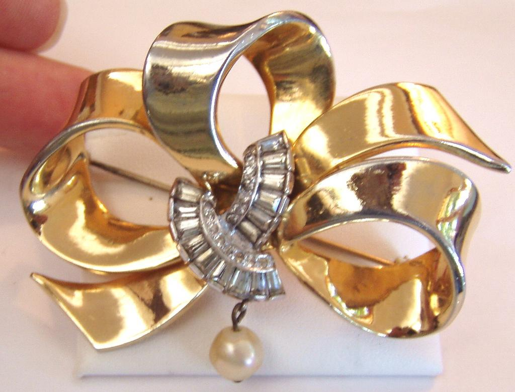 Mazer Ribbon Bow Pin or Brooch