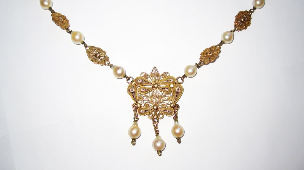 Beautiful Vintage Pearls Filigree Necklace Fit for a Bride