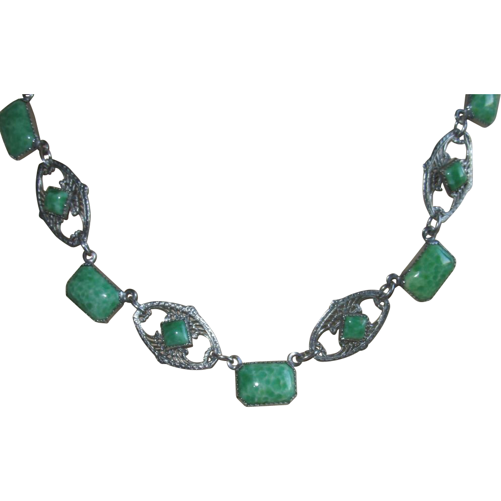 Vintage Art Deco Green Peking Glass Necklace