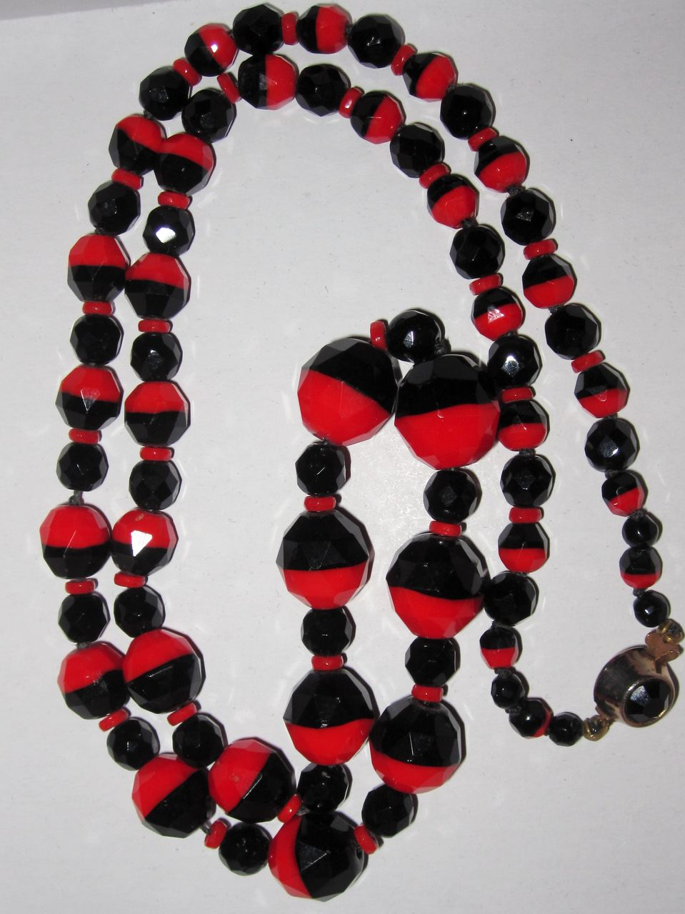 Art Deco Bi-Color Black and Red Glass Necklace