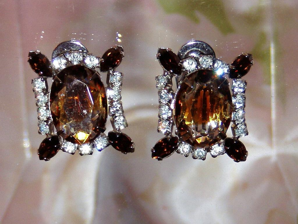 Beautiful Vintage Rhinestone Clip Earrings
