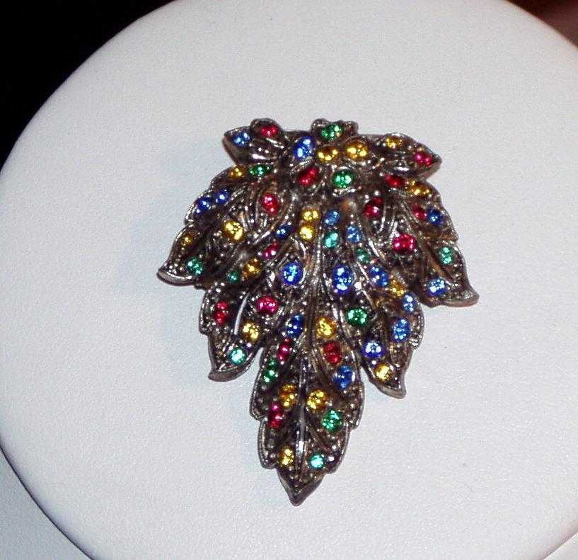 Bright Vintage Dress Clip Leaf Design