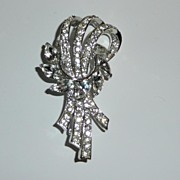 Pretty Vintage White Rhinestone Brooch