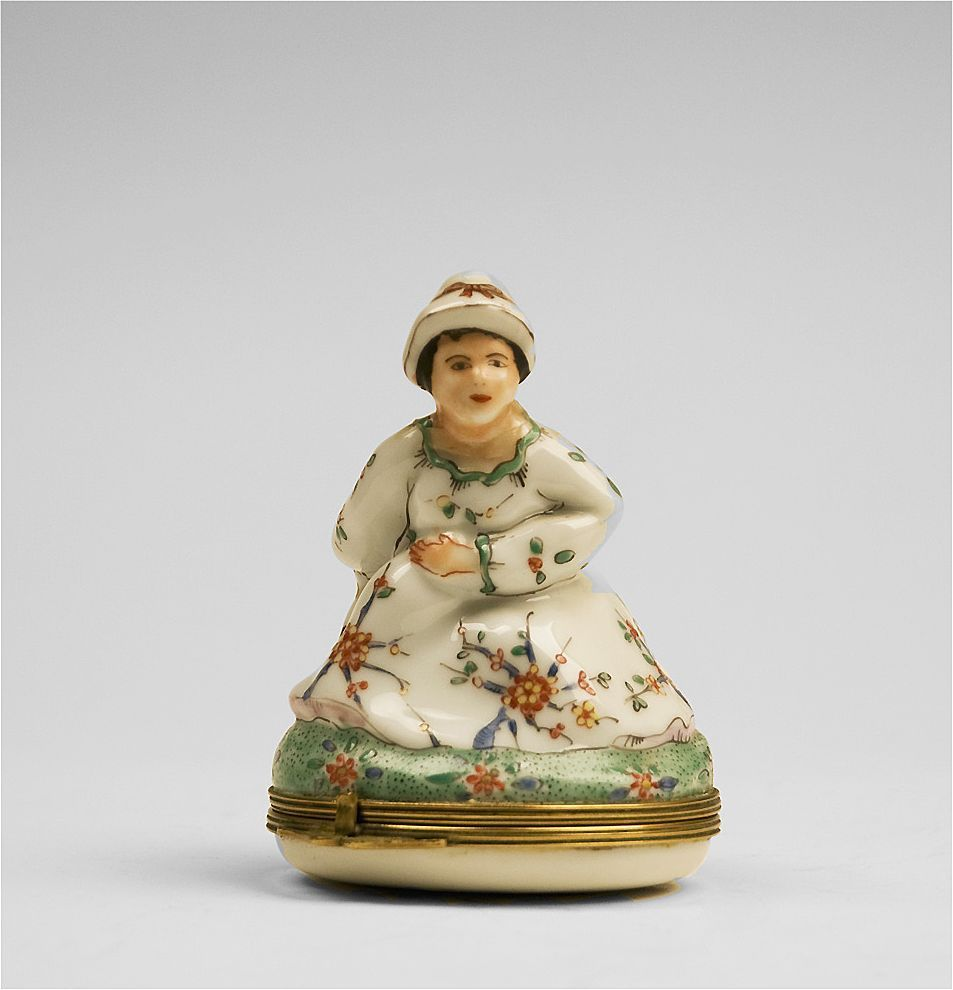 Chantilly Naughty Figural Bonbonniere Box, 18th Century