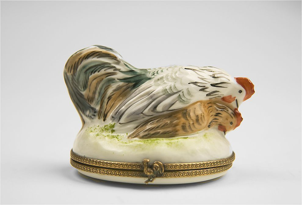 18th C. French Naughty Figural Bonbonniere Hinged Box of Roosters