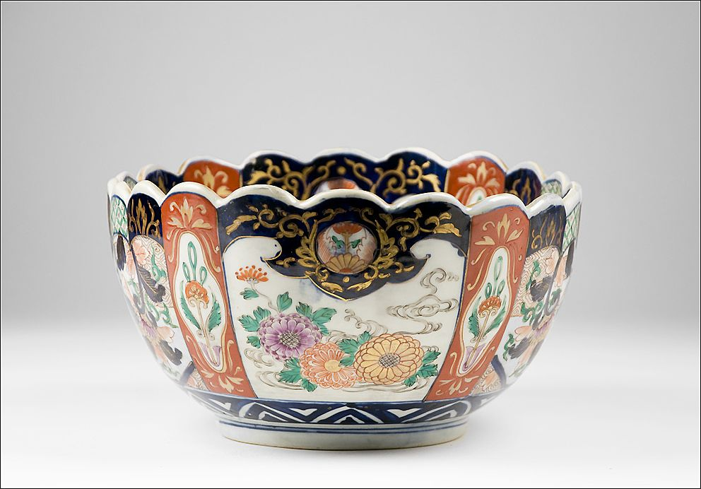 Meiji Period Late 19th C. Japanese Imari Lobed Oval Center Bowl