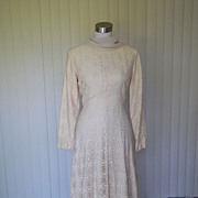 1970s Beautiful & Elegant All Lace Ivory Wedding Gown / Dress