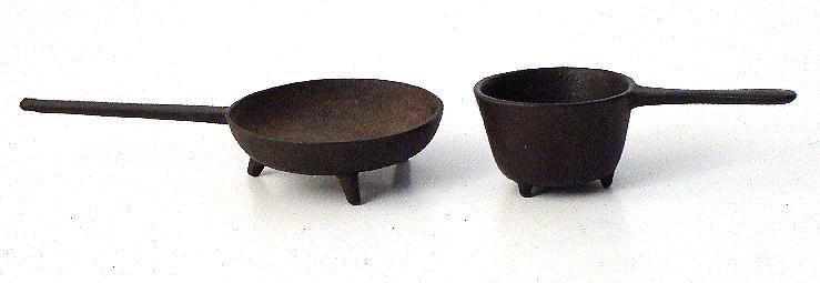 !800s Salesman Sample Miniature 3 Footed Cast Iron Frying Pan & Pot