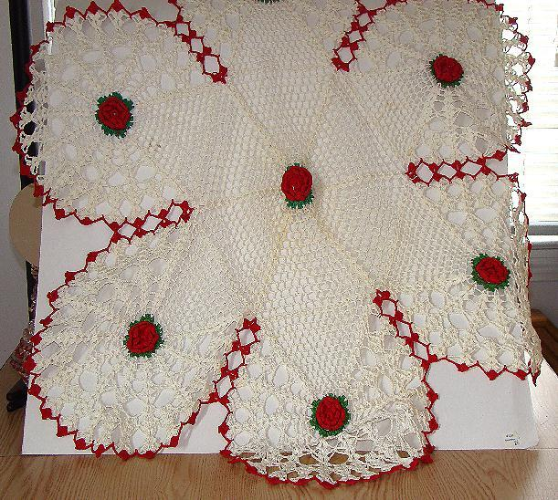 Vintage Exquisitely Hand Crocheted Six Lobed Table Cloth Red & Green Floral Doily 29""