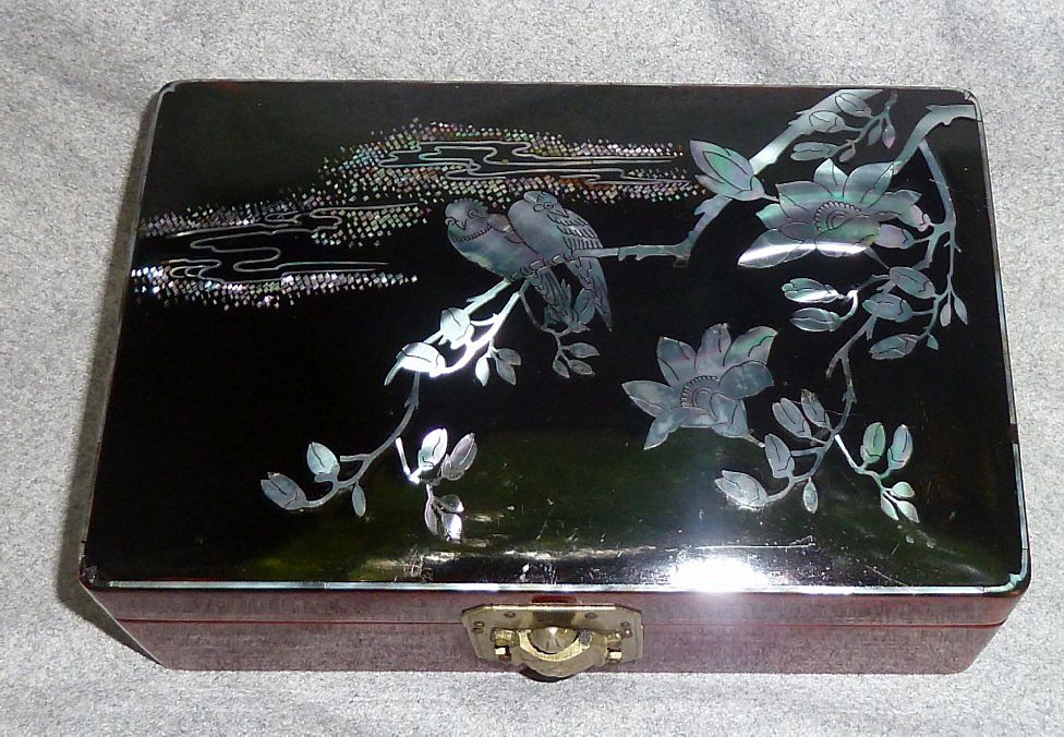 Vintage Oriental Lacquerware Mother Of Pearl Vanity Box
