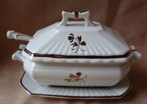 Red Cliff Copper Tea Leaf  Sauce /Gravy Tureen With Under Plate