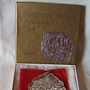 '84 Towle Christmas Floral Medallion – Hawthorn