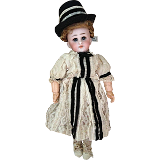 """Pretty and perfect little DEP 10"""" Simon & Halbig bisque head doll"""