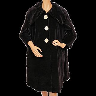 Vintage 1950s Black Velvet Coat w Large Collar Ladies Size Large