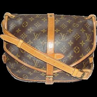 Vintage Authentic Louis Vuitton Saumur Messenger Cross Body Bag