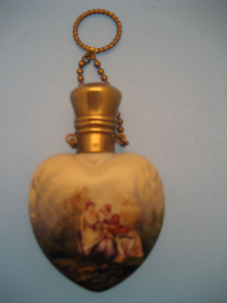 Heart Perfume; Ceramic - Victorian