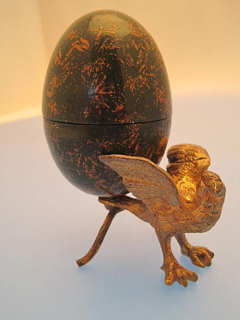 Thimble Holder Eagles Egg - Edwardian