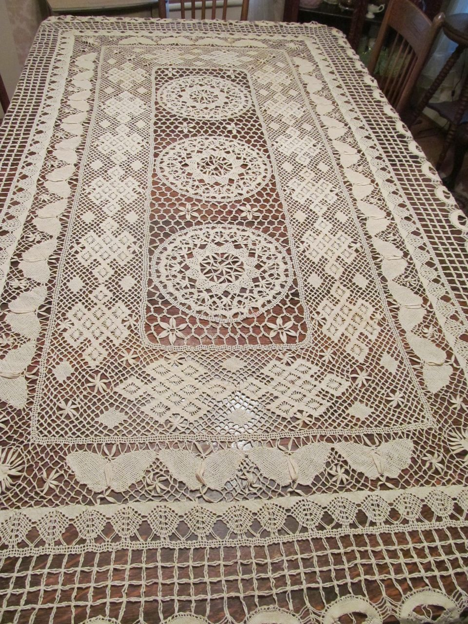 Lovely Victorian Bobbin Lace Butterfly Medallion Bed Cover