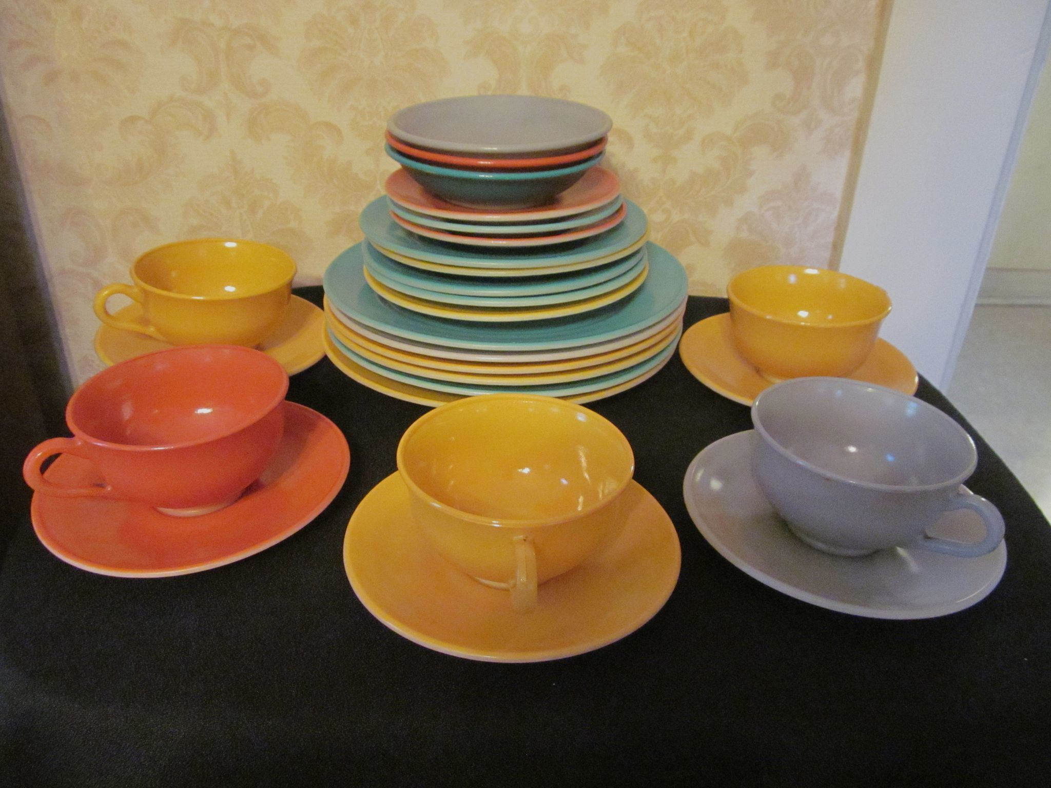 Hazel Atlas 22pc Fired On Platonite Dinnerware, Plates, Bowls, Cups & Saucers