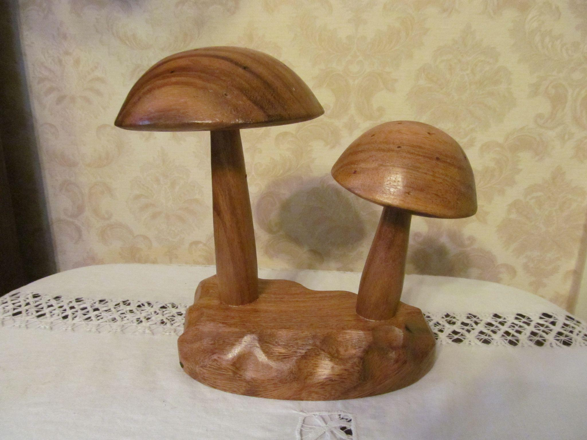 Mid Century Monkey Pod Mushrooms with Box, for Hors d' oeuvre
