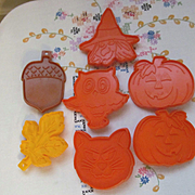 Seven Hallmark Cards Cookie Cutters, Halloween & Seasonal