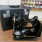 Singer 221 Featherweight Cat 3-120 Electric Petal Sewing Machine with Case Box & Accessories