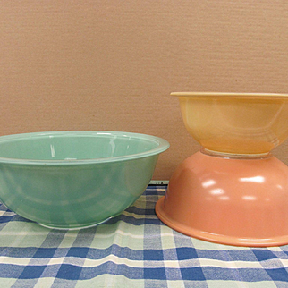Pyrex Corning Mixing Bowl Set, Turquoise, Peachy Pink and Cream