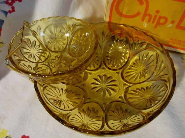 Anchor Hocking Chip & Dip Set with Box, Honey Gold