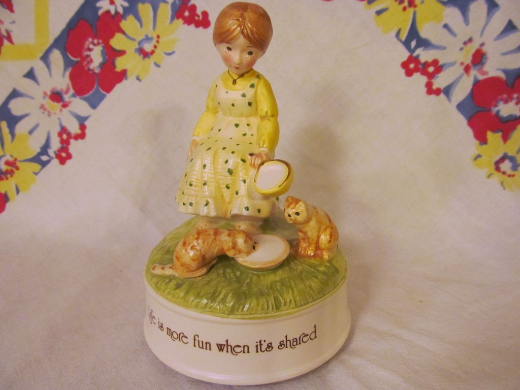 1974 Holly Hobbie Music Box, Girl with Kitty Cats